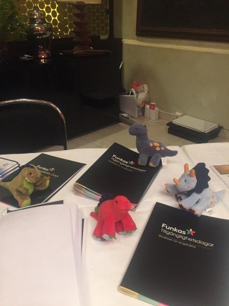 Leena Haque tackar Funkas team med en bild på sina mjukisdinosaurier som hjälper henne att koppla av in för presentationer.
